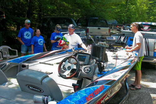 Volunteers consult with boaters to underscore importance of cleaning their boats between waterways. - Photo credit: DNR