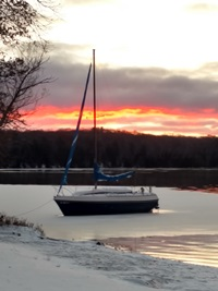 Warden Mike Sealander's photo to wish that everyone sails into a happy new year.